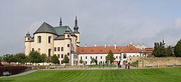 Kostel Nalezení svatého kříže a klášterní zahrady v Litomyšli (by Pudelek).JPG