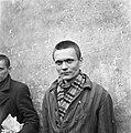 Kranslegging door bevrijde Franse politieke gevangenen op het graf van de Onbeke, Bestanddeelnr 900-2595.jpg