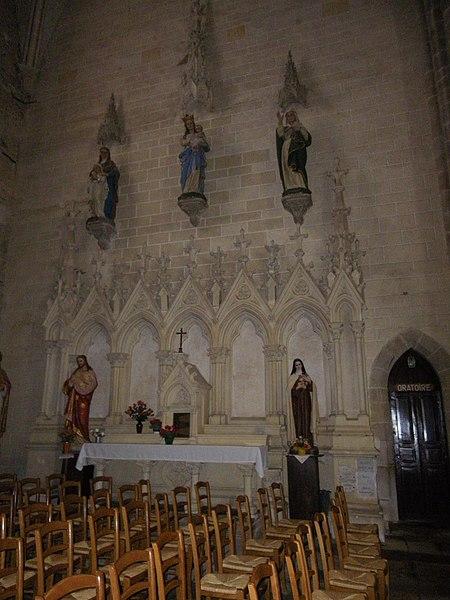 L'interieur de l'eglise de pipriac