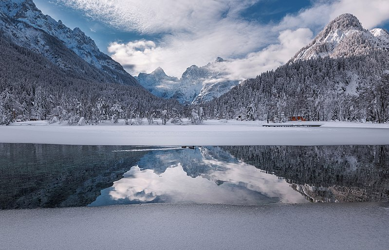 File:Lake Jasna on a winter day.jpg