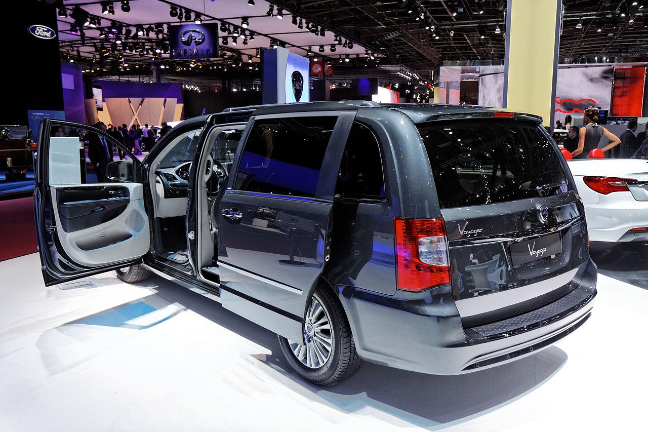 file lancia voyager mondial de l 39 automobile de paris 2012 wikimedia commons. Black Bedroom Furniture Sets. Home Design Ideas