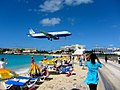 Landing United Airlines Plane Over Maho Beach (6543959013).jpg