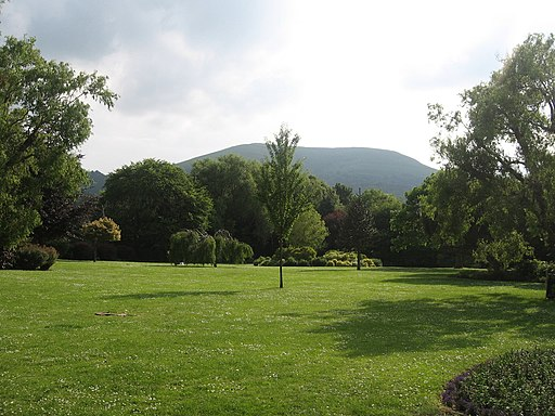Lawns and the Blorenge - geograph.org.uk - 1773939