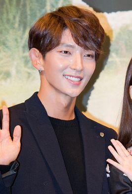 "Lee Jun-ki at ""Moon Lovers - Scarlet Heart Ryeo"" press conference, 24 August 2016 01.jpg"