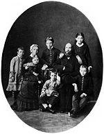 La famille Oulianov : Maria Alexandrovna, Ilia Nikolaevitch et leurs enfants : Olga, Maria, Alexandre, Dmitri, Anna, Vladimir.