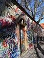 Lennonova zeď (Lennon Wall), Praga (març 2013) - panoramio (1).jpg