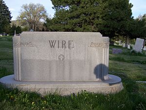 Lester Wire - Image: Lester Wire Grave Front