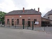 Leuze (Aisne) mairie et école.JPG