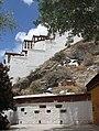 Lhasa-Potala-68-Ostseite-2014-gje.jpg