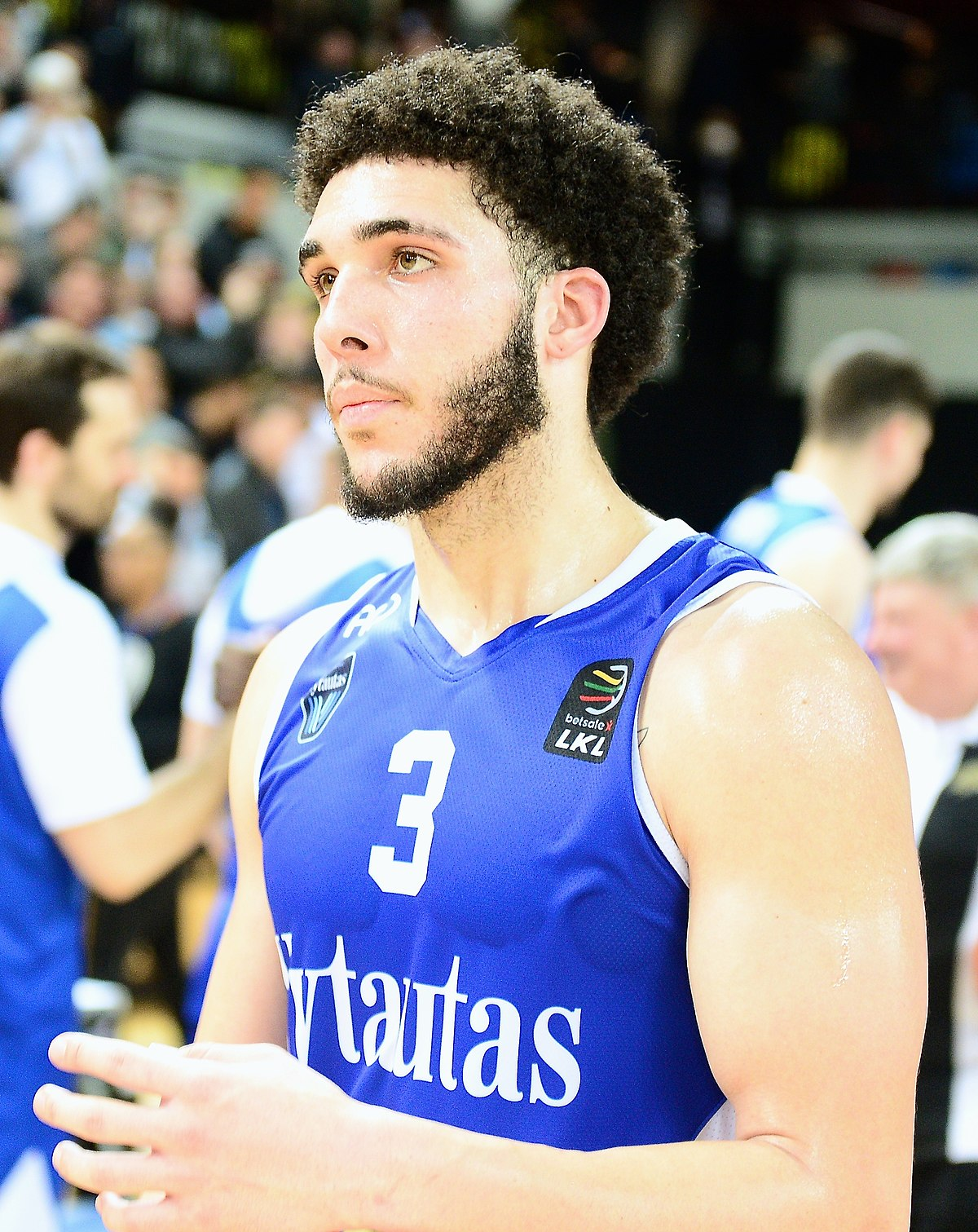Lonzo Ball Hd Pictures >> LiAngelo Ball - Wikipedia