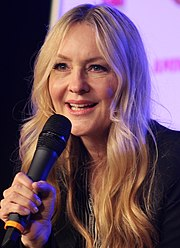 Image of actress Linda Larkin, speaking voice of Princess Jasmine, addressing an unseen audience at a convention.