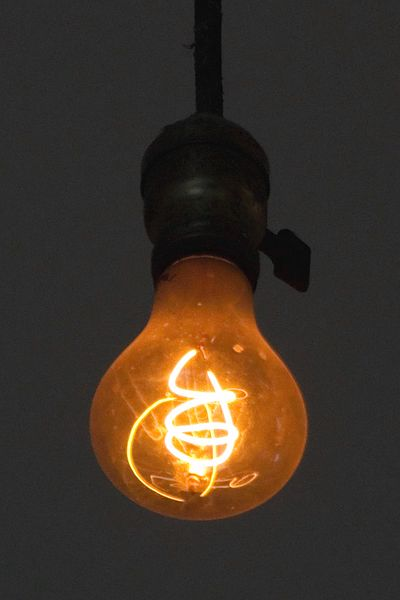 Столетняя лампа 400px-Livermore_Centennial_Light_Bulb