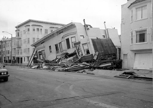 The first storey of this three-storey building was damaged because of liquefaction; the second storey collapsed: only the third storey is visible. (Marina District of San Francisco; Loma Prieta earthquake, 1989.)