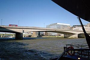 London auf der themse london bridge 02.02.2012 12-39-19.JPG