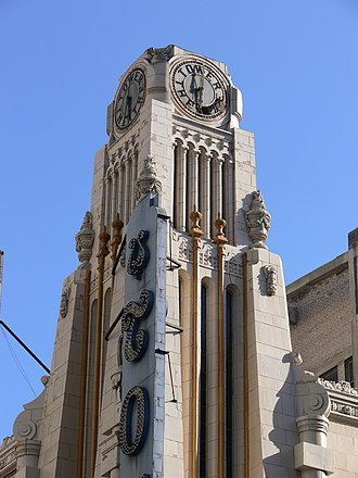 Broadway (Los Angeles) - Clock tower of the Tower Theatre