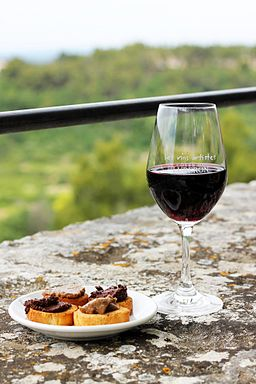 Luberon red wine and food pairing
