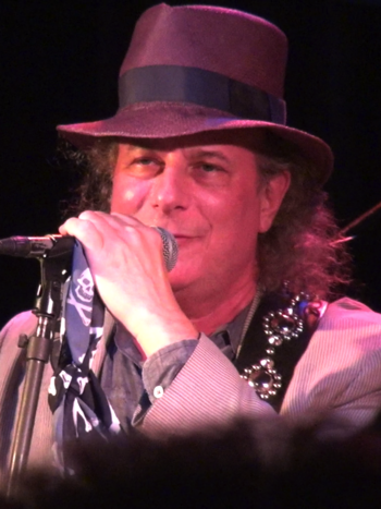 English: Gary Lucas performing at the Bowery P...
