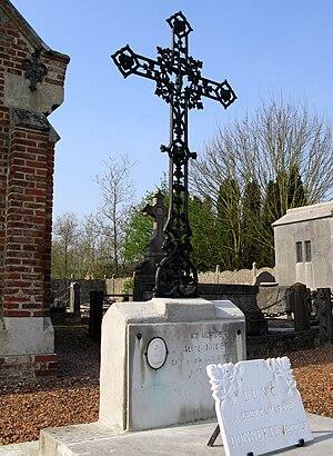 Lucheux - Image: Lucheux cimetière (croix de fonte) tombe DONNETTE HURET