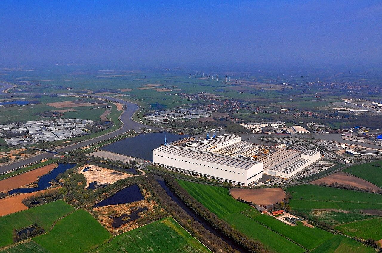 Luftaufnahmen -Meyer Werft, Papenburg- 2013 by-RaBoe 071.jpg