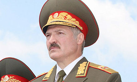 President Alexander Lukashenko wearing the official uniform of the commander-in-Chief of the Armed Forces of Belarus. Lukasjenko-31.jpg