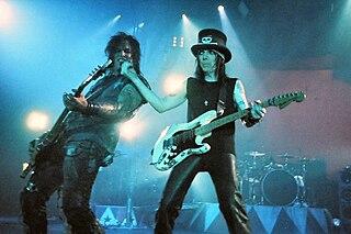 Red, White & Crüe ... Better Live Than Dead