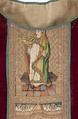 MCC-19207 Rood kazuifel met verrijzenis, geboorte Christus, diverse heiligen en wapens (6).tif