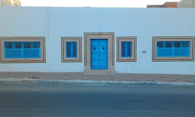 File:Maison de Habib Bourguiba, place 3 août 1903, Monastir, Tunisie.jpg