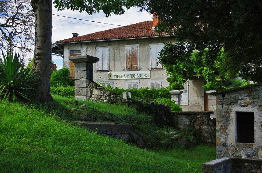 """C'est dans cette maison, au cœur de la papeterie de sa famille, qu'est né Aristide Bergès qui deviendra """"l'inventeur de la houille blanche"""""""