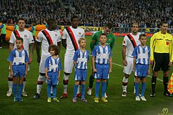 Man City players line-up - Lech - Manchester 053.jpg