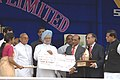 Manmohan Singh presenting a cheque of one crore to Vilai Steel plant at a presentation of PM's trophy for the best integrated steel plant in Visakhapatnam. The Chief minister of Andhra Pradesh Dr. Y. S. Rajasekhara.jpg