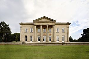 English: Exterior of The Mansion in Roundhay P...