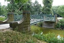 Maschteichbrücke mit Wasser.jpg