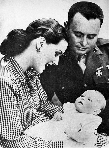 O'Hara and her husband director Will Price and baby Bronwyn in 1944 Maureen O'Hara husband Will Price and daughter Bronwyn.jpg