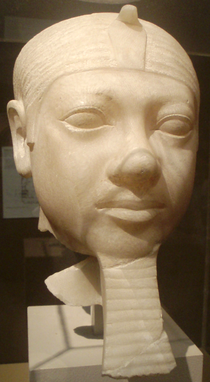 Menkaura-FragmentaryStatueHead MuseumOfFineArtsBoston.png