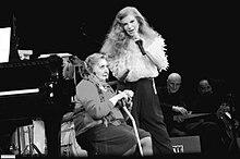 Alda Merini e Milva durante la serata al Teatro Strehler di Milano del 2004.