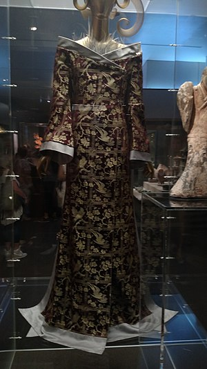 China: Through the Looking Glass - Image: Met China Looking Glass 8