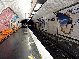 Porte de Clichy (Paris Métro & RER) - Image: Metro de Paris Ligne 13 Porte de Clichy 03