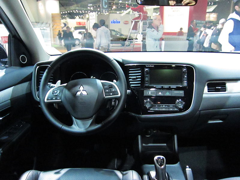 Datei:Mitsubishi Outlander PHEV (interior).JPG – Wikipedia