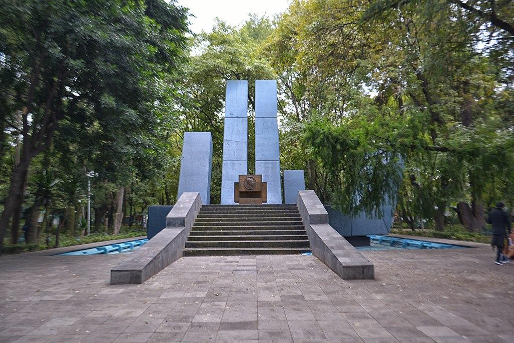 Monumento a Lázaro Cárdenas - Parque España - Ciudad de México.jpg