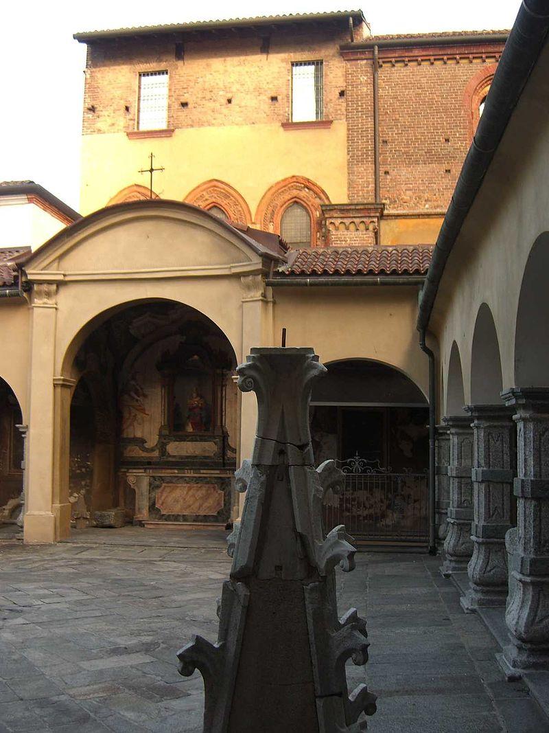 Monza-Duomo-chiostrino-10.jpg