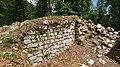 Muro del castello di Rochefort.jpg