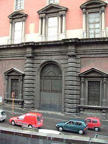 Lato occidentale del museo, su via Santa Teresa degli Scalzi. Ingresso originario della Cavallerizza.