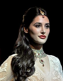 Nargis Fakhri walks for Ritu Kumar at LFW 2013 (3) (cropped).jpg