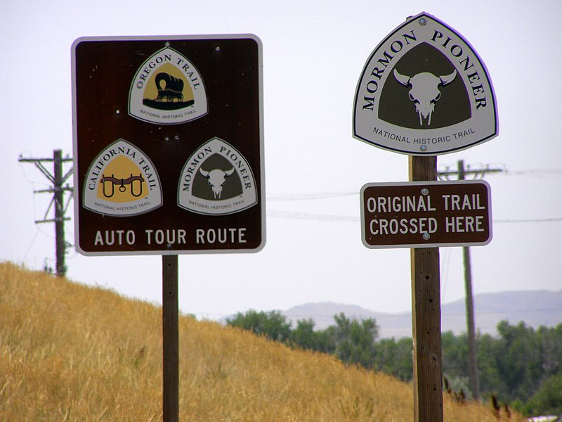 File:Natl Hist Trail route signs.JPG