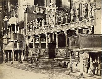 Templon - A columnar templon at St Mark's Basilica, Venice