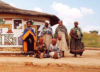 Southern Ndebele people - Image: Ndebele women loopspruit