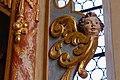 Neenstetten Ulrichskirche Altar Seraph am rechten Rand 2020 08 20.jpg
