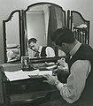 Neil Harvey 1948.jpg