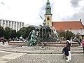 Neptunbrunnen 038.jpg