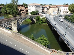New and old bridges in Graulhet, France.jpg
